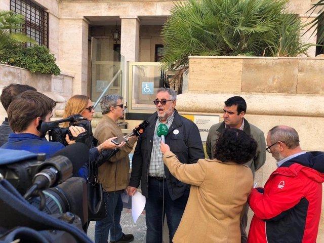 José Carlos Tejada atiende a los medios de comunicación