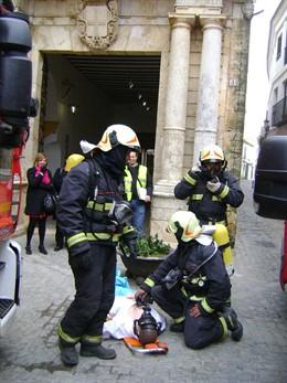 Los bomberos de Carmona en uno de sus servicios