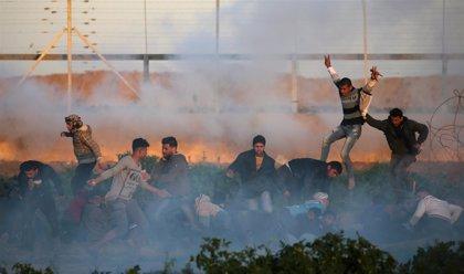 Las fuerzas israelíes matan a una manifestante en la frontera de la Franja de Gaza