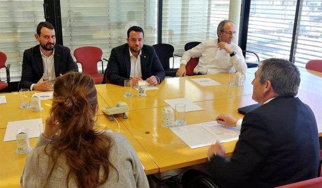 Reunión del alcalde de Badalona Álex Pastor con responsables de Endesa