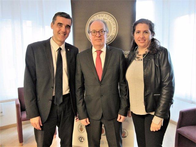 El Presidente Del Cicac Ignasi Puig Ventalló (En El Centro), El Expresidente Ju