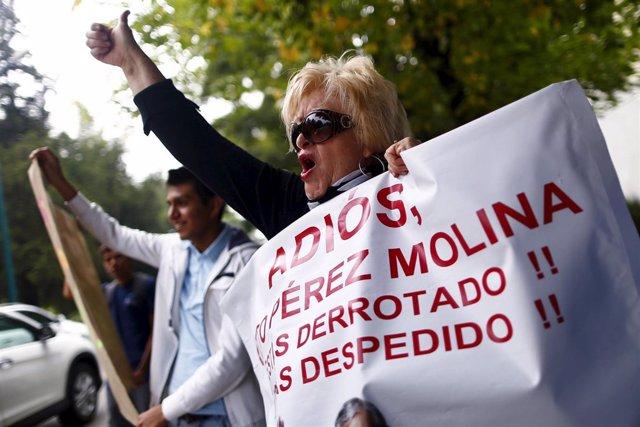 Guatemaltecos celebran la dimision de Perez Molina