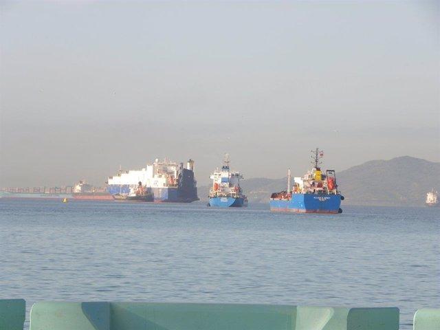 Buques gibraltareños supuestamente fondeados en aguas españolas