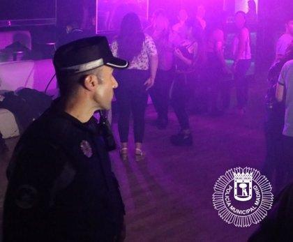 Desalojado un bar de copas en Chamberí al comprobar que había 48 menores consumiendo alcohol en su interior