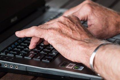 Los adultos con más de 65 años comparten hasta 7 veces más noticias falsas en Facebook que los jóvenes