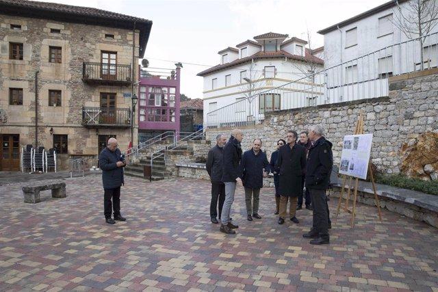 Martín inaugura la urbanización de la plaza del Cuco