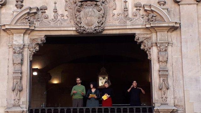 Els actors de 'Mai Neva a Ciutat' en el pregó de Sant Sebastià 2018