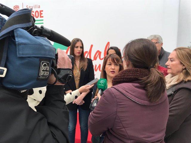 Verónica Pérez atiende a periodistas