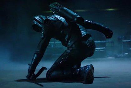 Vistazo completo a la nueva identidad de Green Arrow, desenmascarada y herida