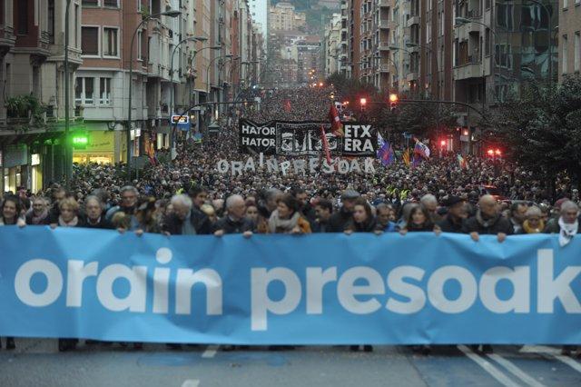 Cabeza de la manifestación en contar de la dispersión en Bilbao