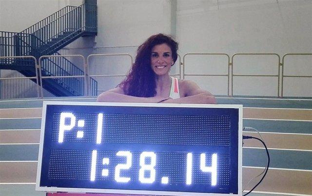 La atleta española Laura Bueno, récord en los 600 metros pista cubierta