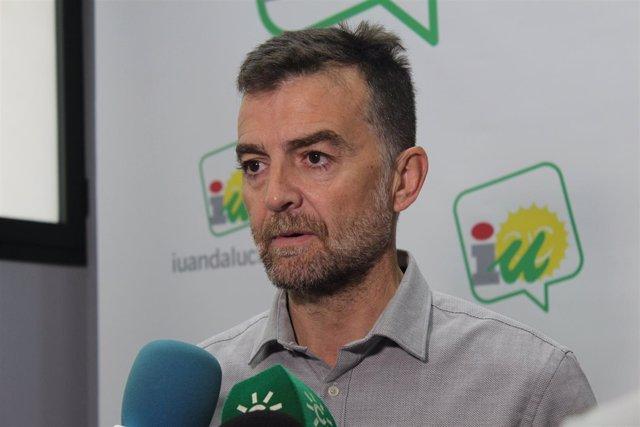 Antonio Maíllo atiende a los medios este domingo