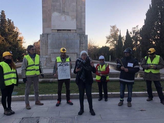 Performance de Crida per Palma davant el monument de Sa Feixina