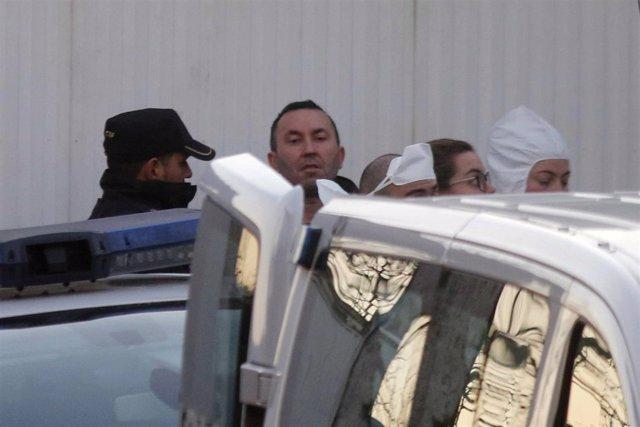 Inspeccionan la finca del detenido por el crimen de Sárdoma en su presencia