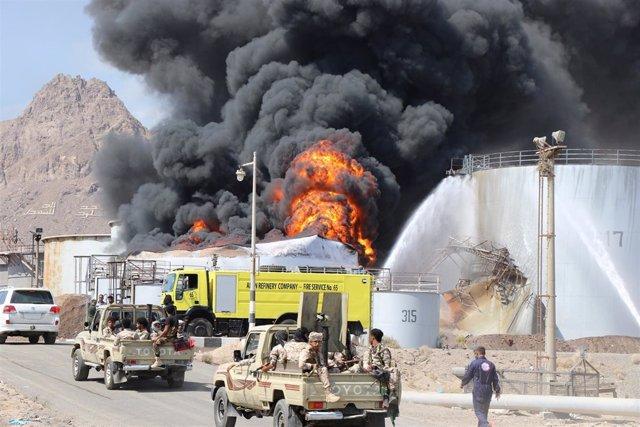 Incendio refinería Yemen