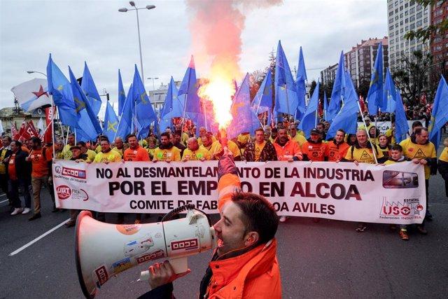 Manifestación en A Coruña (Galicia) de trabajadores de Alcoa en contra del cierr