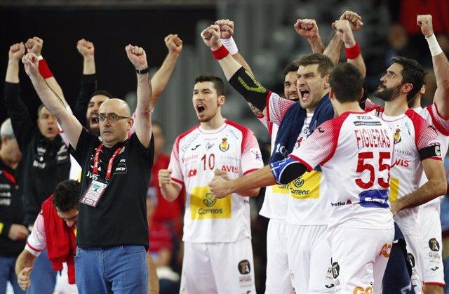 Los Hispanos y Jordi Ribera celebran un gol