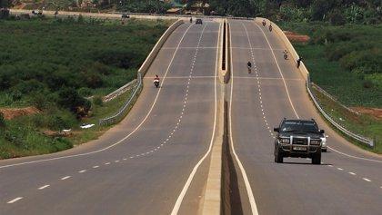 Aumentan a 17 los fallecidos por el accidente de un camión en el noroeste de Uganda