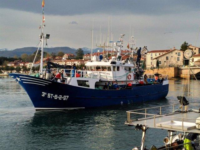 Barco pesquero en San Vicente de la Barquera