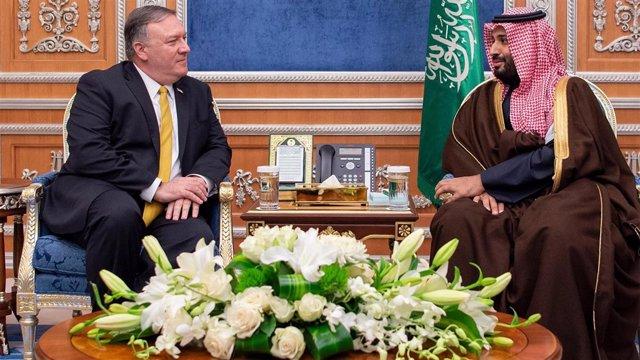 Mike Pompeo y Mohamed Bin Salman