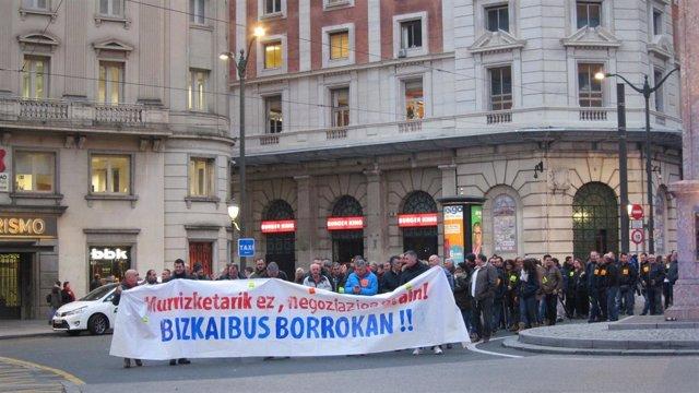Manifestación de los trabajadores de Bizkaibus en Bilbao