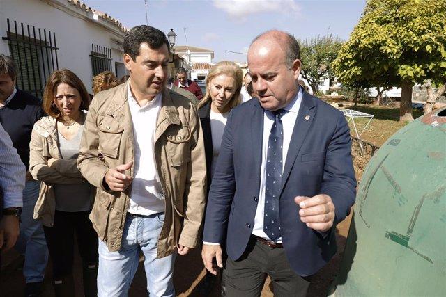 Moreno en una reciente visita a Antequera junto al alcalde