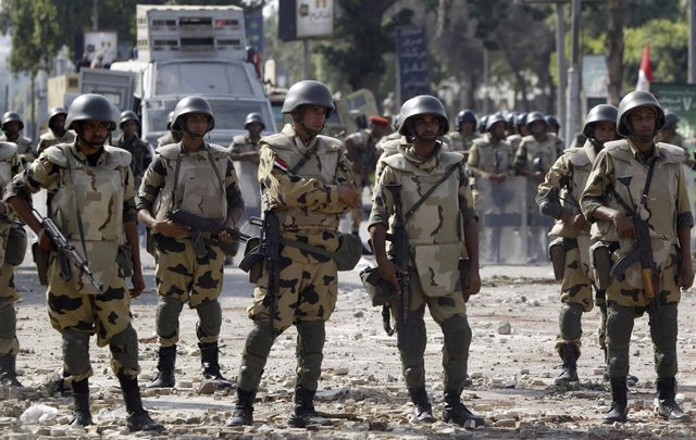 Soldados egipcios en El Cairo