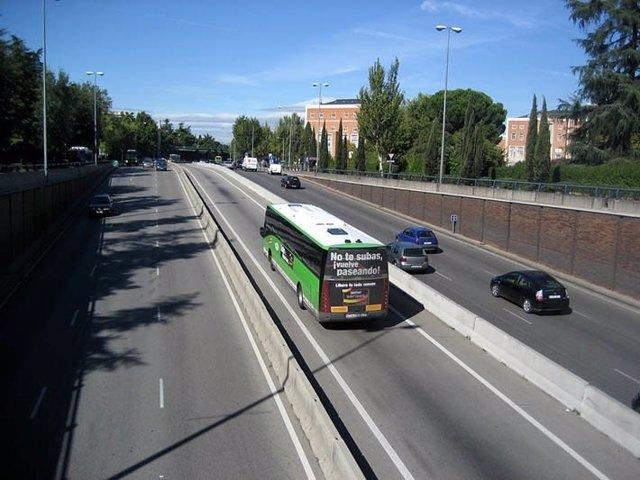 Autobús interurbano en un carril Bus-VAO