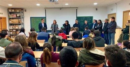 La Diputación de Cádiz forma a 30 jóvenes para actividades de la industria conservera y turística en Barbate