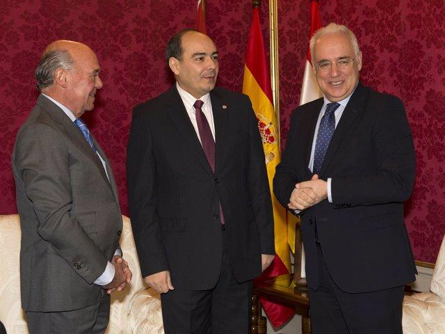 Ceniceros con el Embajador de Paraguay