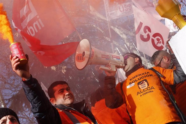 Concentración en Madrid dos traballadores de Alcoa  para esixir ao Goberno qu