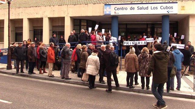 Concentración ante el Centro de Salud de Los Cubos. Burgos