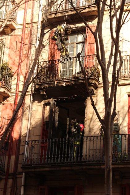 ACTUALIZACIÓ:Vuit ferits en un incendi al centre de Barcelona, cap de gravetat