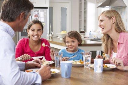 El Gobierno prevé gastar 302 millones más para ampliar el permiso de paternidad de cinco a ocho semanas