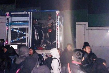 Interceptan dos camiones que trasladaban ilícitamente a 84 migrantes centroamericanos en México