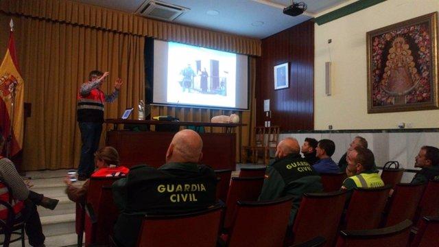 El 061 entrena a guardias civiles de Sevilla en soporte vital básico
