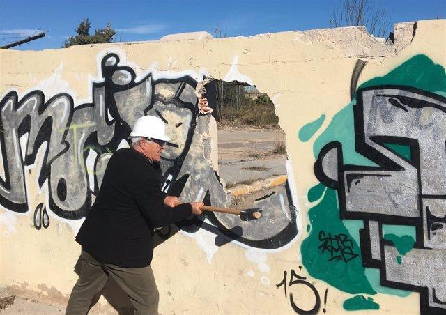 València y el Puerto derriban el muro de Natzaret en un día