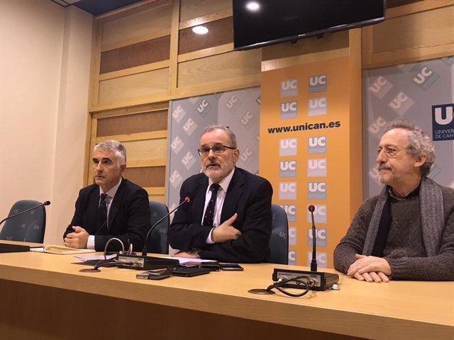 Ángel Pazos ha comparecido acompañado de dos vicerrectores