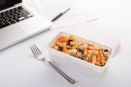 Siete tips para comer saludable en el trabajo