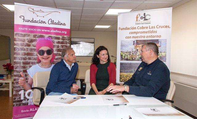 Firma del convenio con el que FCLC dona fondos para niños del Virgen de Rocío