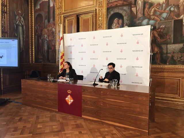 La responsable de la investigación, Núria Vila, y Gerardo Pisarello