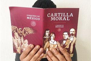 ¿Qué es la 'Cartilla Moral' que López Obrador ha comenzado a repartir en México?