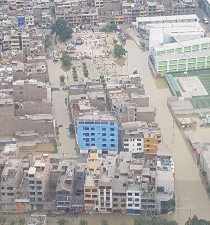 Declaran alerta sanitaria tras las inundaciones por aguas residuales en un distrito de Lima
