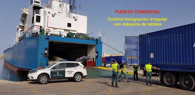 Imagen de archivo de un control de inmigración en el Puerto de Melilla