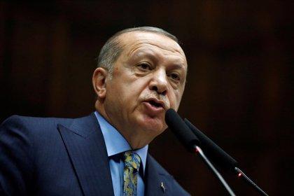 """Erdogan dice que Turquía """"se reserva el derecho a atacar a terroristas"""" en Siria y rechaza las críticas de EEUU"""