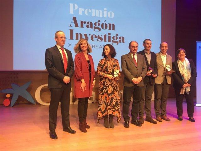 Javier Lambán y Pilar Alegría con los Premios 'Aragón Investiga' 2019.