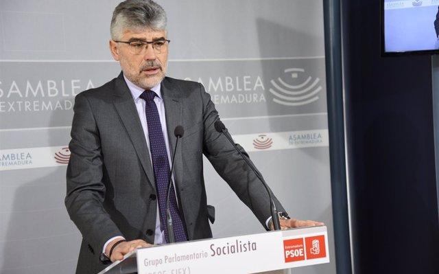 El PSOE destaca la aprobación de los PGEx 2019 por parte de la 'izquierda' frente a PP y Cs que optan por el 'regreso'