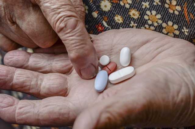 Pastillas, fármacos, medicina, píldora, medicamento, mayor, manos