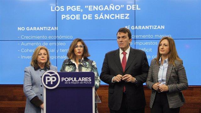 Borrego junto al resto de diputados nacionales del PP por Murcia