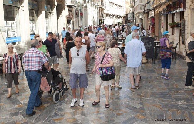 Turistas por las calles de Cartagena, Murcia